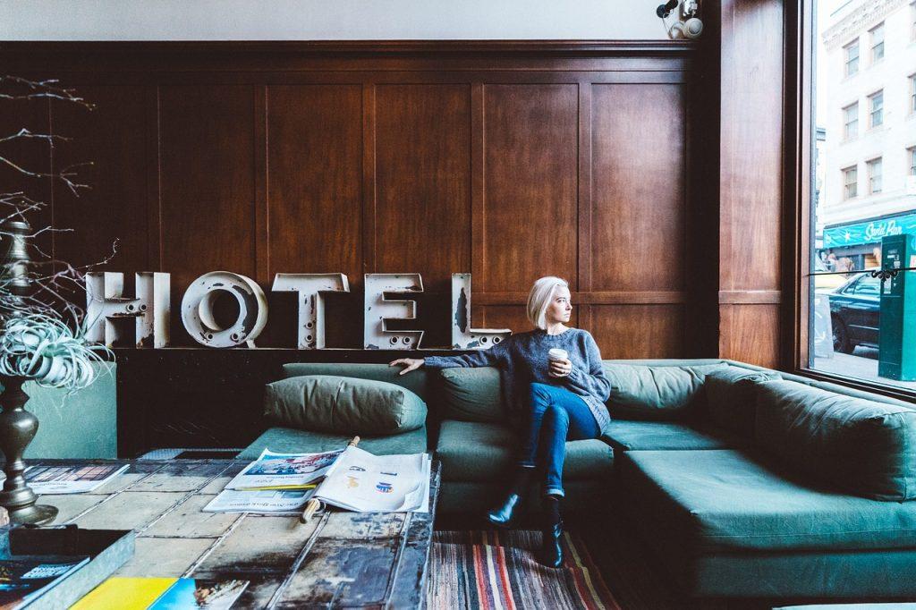 hotelfachfrau-2593251_1280
